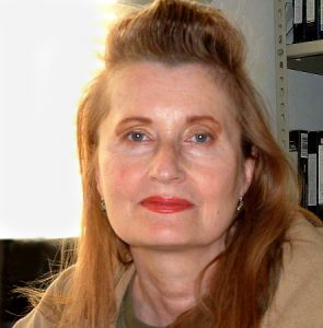 Elfriede Jelinek 2004 by The original uploader was Ghuengsberg at English Wikipedia. / CC BY-SA (https://creativecommons.org/licenses/by-sa/2.5)