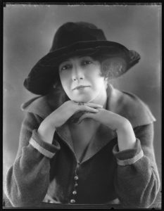 Poldowski (Régine (née Wieniawski), Lady Dean Paul) by Bassano / Public domain